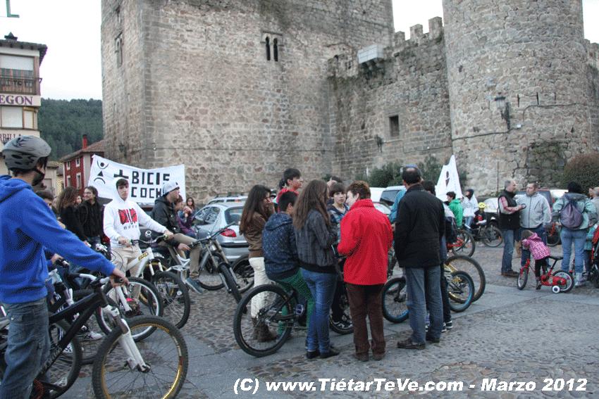2012-03-17-BiciFlashMob Jóvenes Solidarios - Plaza del Castillo