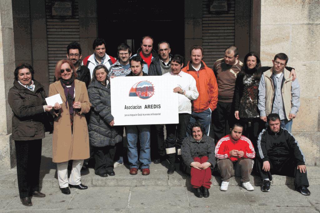 Entrega de la donación a la Asociación Aredis