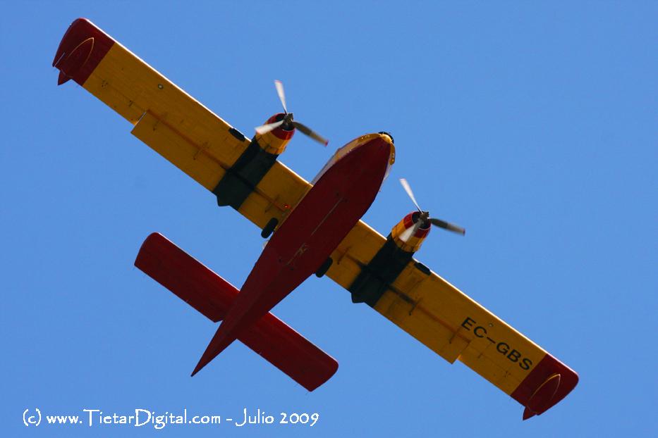 Aviones actuando en el Incendio del Valle del Tiétar del 2009