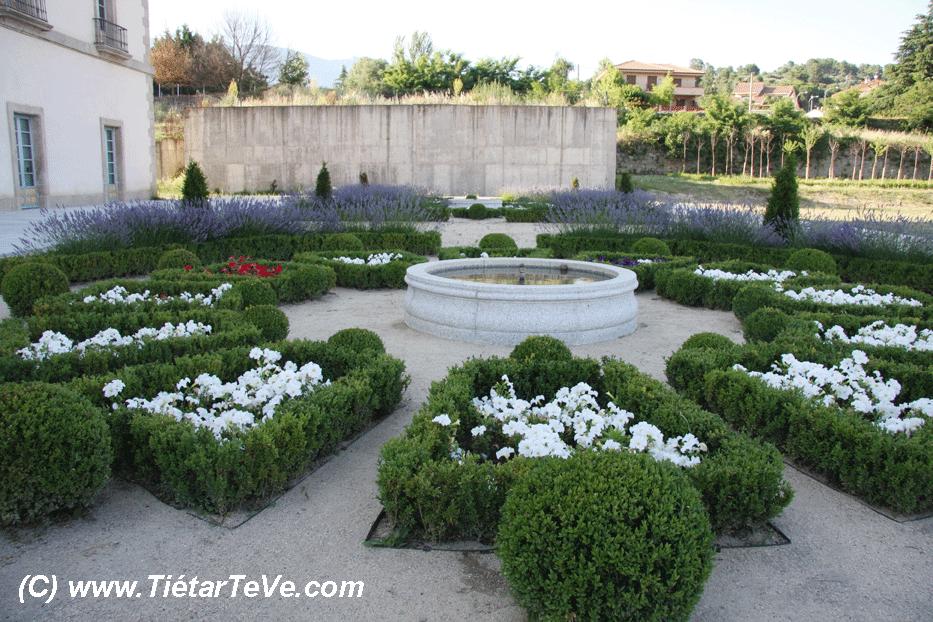 Parterres y fuentes del Palacio del Infante don Luis de Borbón y Farnesio o Palacio de la Mosquera de Arenas de San Pedro - TiétarTeVe