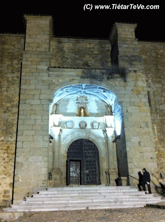 Bienes de Interés Cultural - Entrada a la Iglesia parroquial de San Esteban del Valle