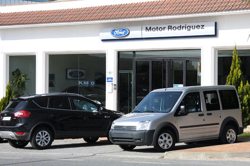 Fachada Talleres Motor Rodríguez - Arenas de San Pedro - TiétarTeVe.com