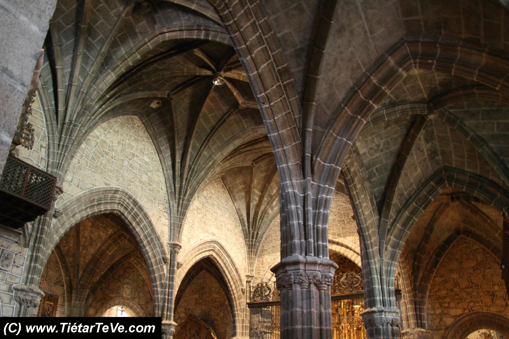 Interior de la Iglesia de San Juan Bautista de Mombeltrán