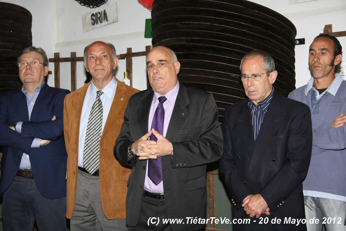 Algunas autoridades en la Inauguración de la Oleoteca de Santa Cruz del Valle