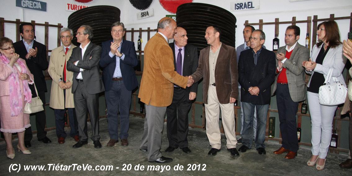 Ignacio Sánchez Fuentes y Agustín González entre otras autoridades.