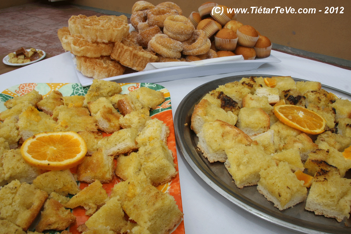 """Dulces típicos de la Fiesta del Remate de la Aceituna, con el """"Sopetón""""."""