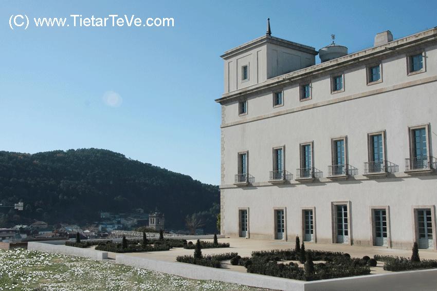 Vista lateral y terraza Ventura Rodríguez del Palacio del Infante don Luis de Borbón y Farnesio o Palacio de la Mosquera de Arenas de San Pedro - TiétarTeVe