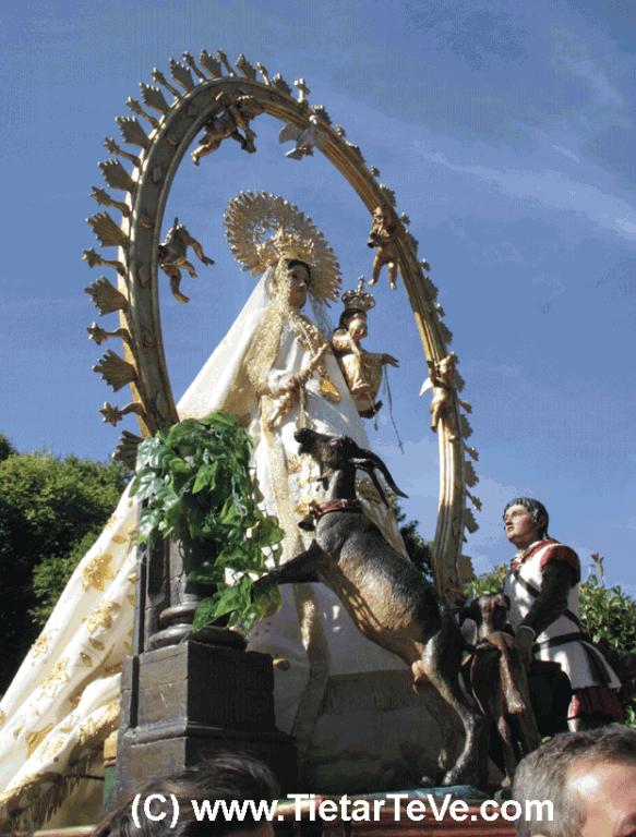 La Virgen de Chilla en procesión durante sus fiestas - TiétarTeVe