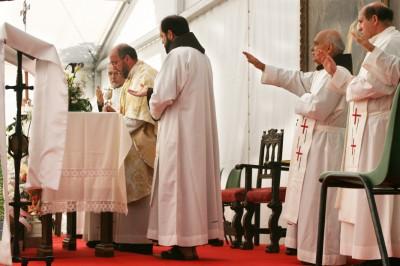 Misa Solemne en honor a San Pedro de Alcántara en la carpa instalada en el Santuario