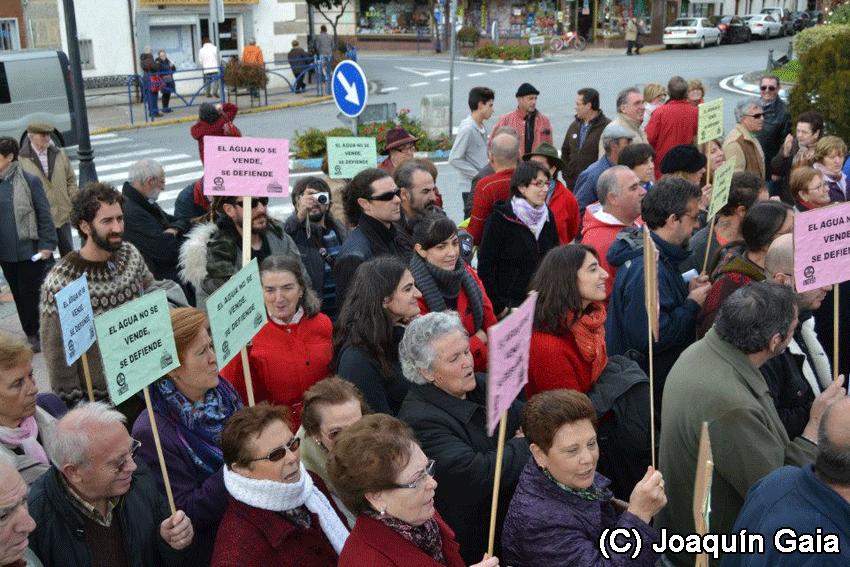 Concentración contra la privatización del Agua en Candeleda - Foto Joaquín Gaia