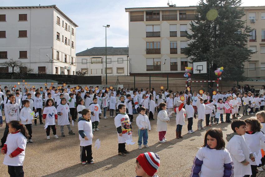 Día de la Paz 2013 en el Colegio Divina Pastora de Arenas de San Pedro - TiétarTeVe