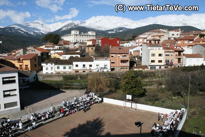 Colegio Divina Pastora de Arenas de San Pedro - Pista Polideportiva - Sierra de Gredos y Palacio de la Mosquera - TiétarTeVe