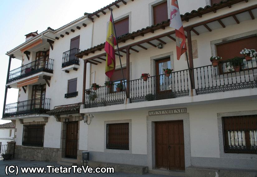 Plaza del Ayuntamiento de Poyales del Hoyo - TiétarTeVe.com