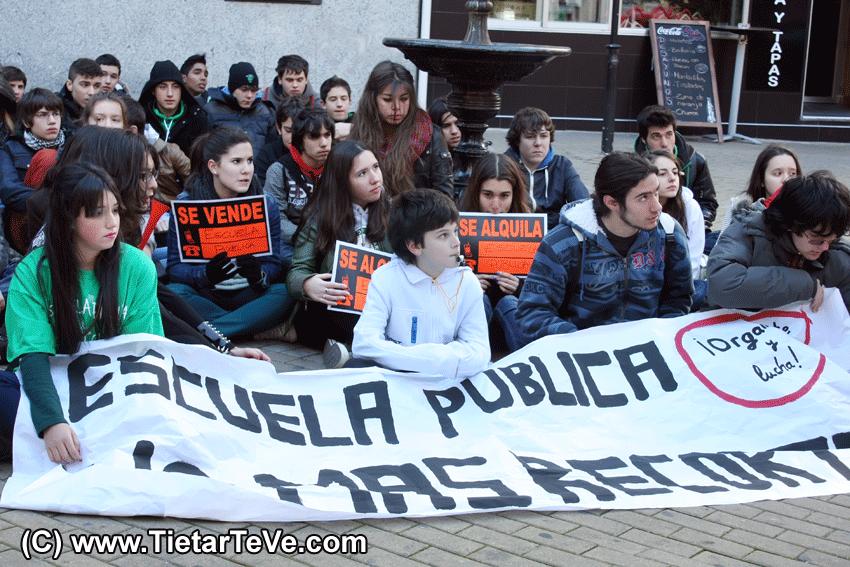 Recortes en Educación - Manifestación de Estudiantes en Arenas de San Pedro - TiétarTeVe