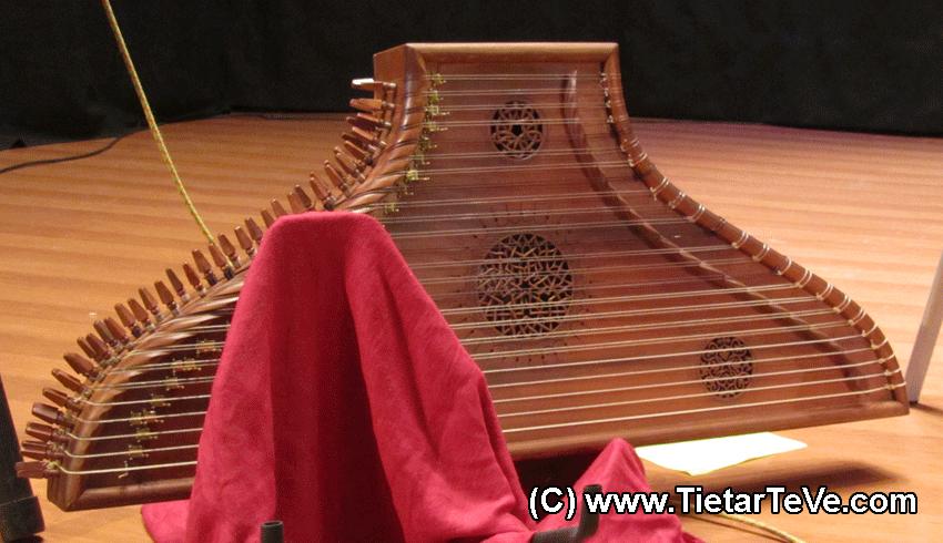 Premio Pep Sempere - Instrumentos de la actuación de Ana Alcaide en Arenas de San Pedro - TiétarTeVe