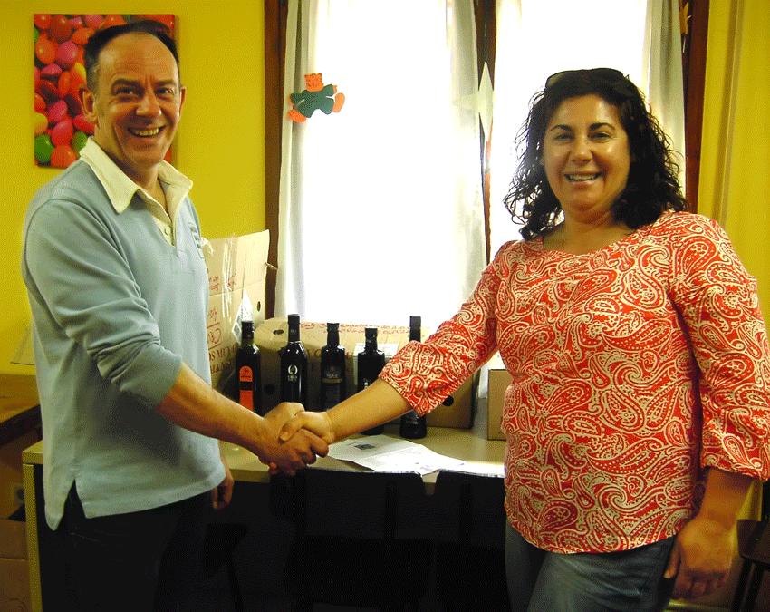 La ONG Gloria Olivae dona Aceite de Oliva a Cruz Roja Española - TiétarTeVe
