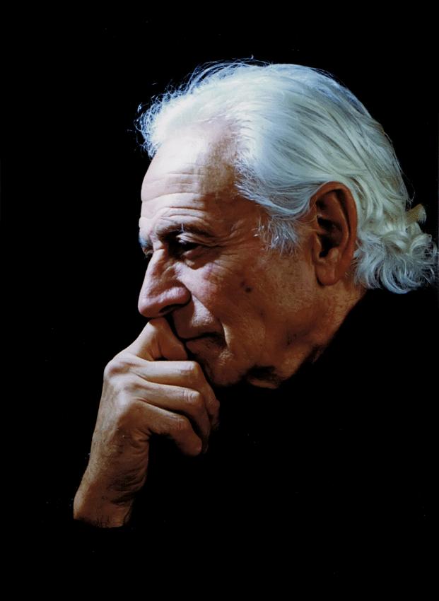 Manuel Aznar de Arenas en el Micro Museo de Diosas y Ninfas de Guisando - TiétarTeVe
