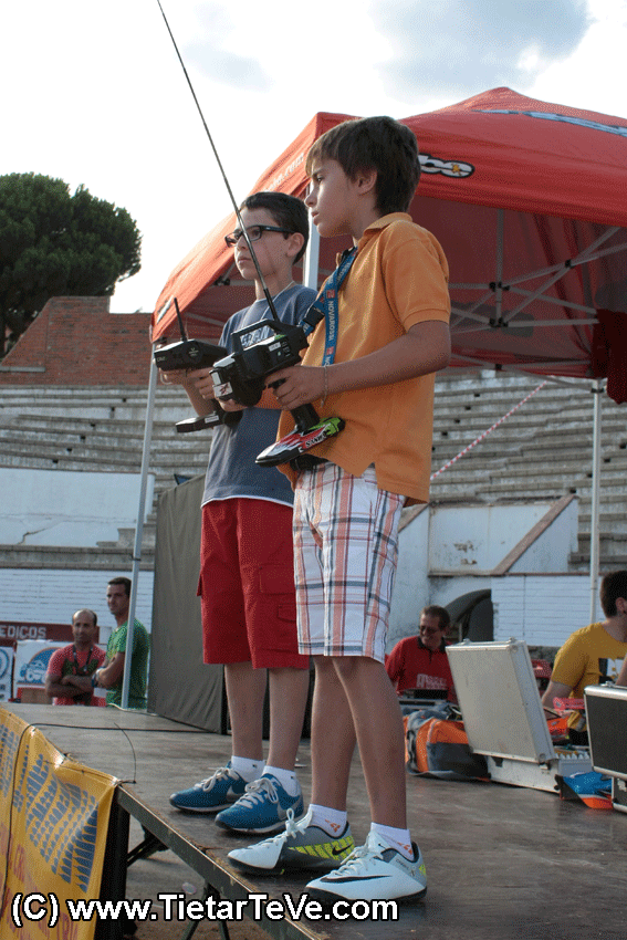 1ª Exhibición de Coches de Radio Control en Arenas de San Pedro - TiétarTeVe