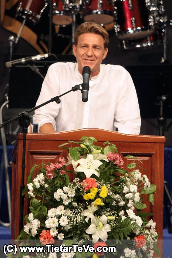 Juanjo Artero en el pregón de las Fiestas de Arenas - TiétarTeVe