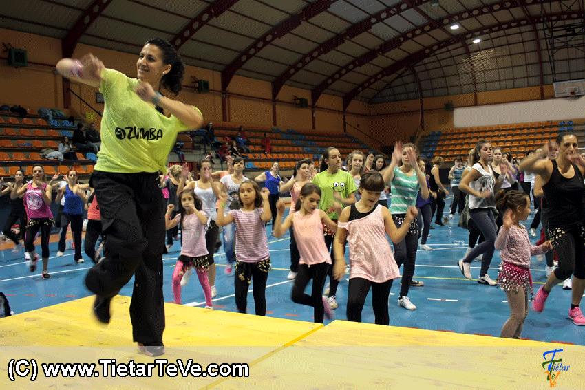 Master Class Solidaria de Zumba en Arenas de San Pedro - TiétarTeVe