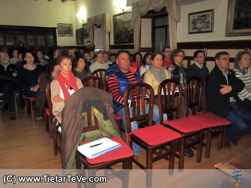 Público asistente a la Presentación Plataforma Ciudadana ARENAS @HORA de Arenas de San Pedro - TiétarTeVe