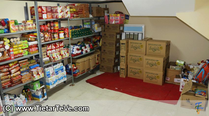 Banco de Alimentos del Ayuntamiento de Arenas de San Pedro - Entrega Aceite Mercado de la Paja - TiétarTeVe
