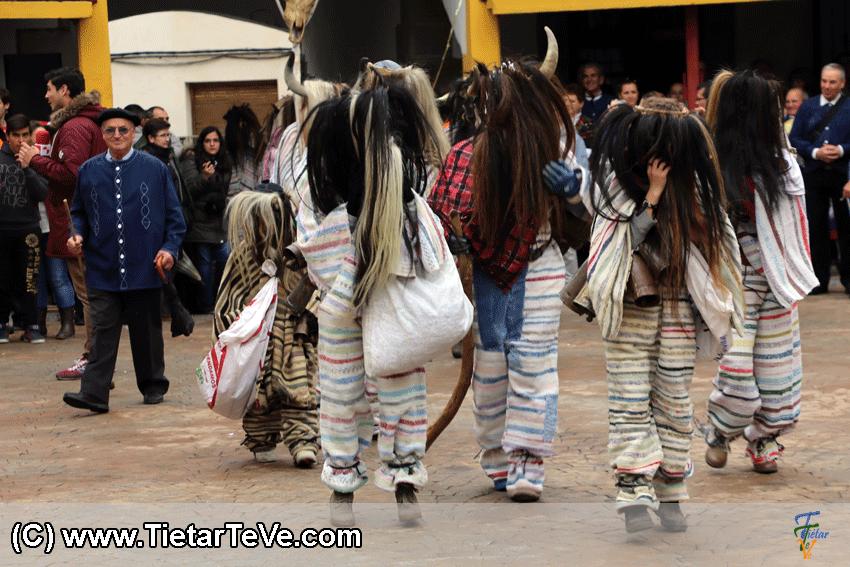 Los Cucurrumachos de Navalosa en Mascarávila 2015 - TiétarTeVe