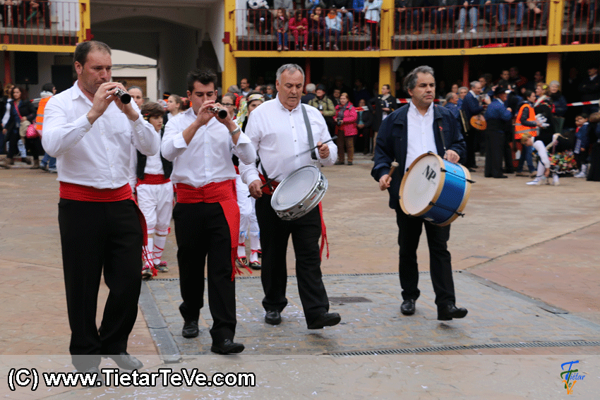 Grupo Resiste de Hoyocasero en Mascarávila 2015 - TiétarTeVe