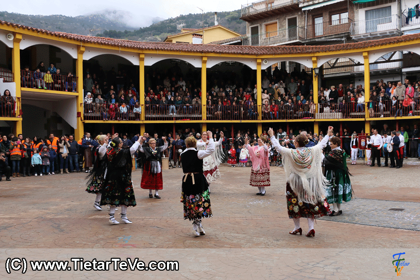 Grupo de Danzas de Pedro Bernardo en el I MascarÁvila de Pedro Bernardo 2015 - TiétarTeVe