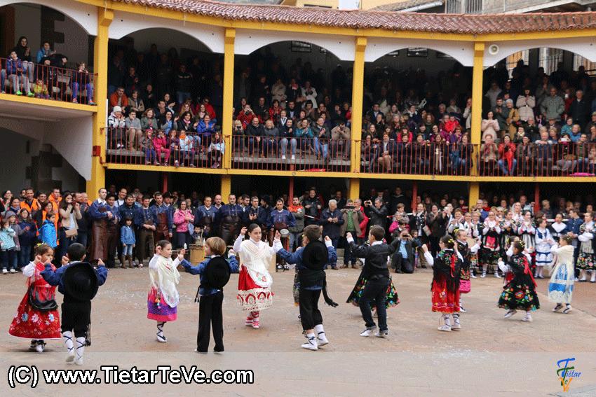 Grupo de Baile infantil de Pedro Bernardo en Mascarávila 2015 - TiétarTeVe