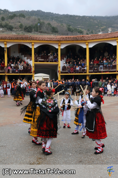 Bailes de Paloteo de Hoyocasero en el I MascarÁvila de Pedro Bernardo 2015