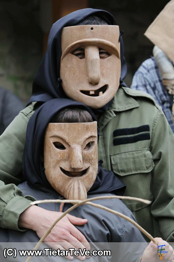 Los Machurreros de Pedro Bernardo en Mascarávila 2015 - TiétarTeVe