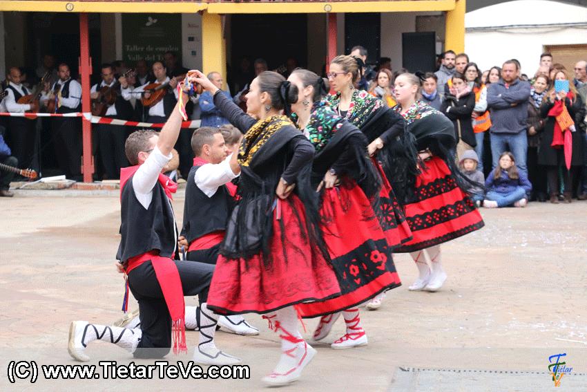 Grupo de Danzas El Maquilandrón de Piedralaves en el I MascarÁvila de Pedro Bernardo 2015 - TiétarTeVe