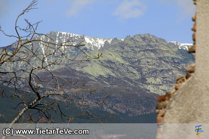 La Sierra de Gredos vista desde el Palacio de la Mosquera de Arenas de San Pedro - TiétarTeVe