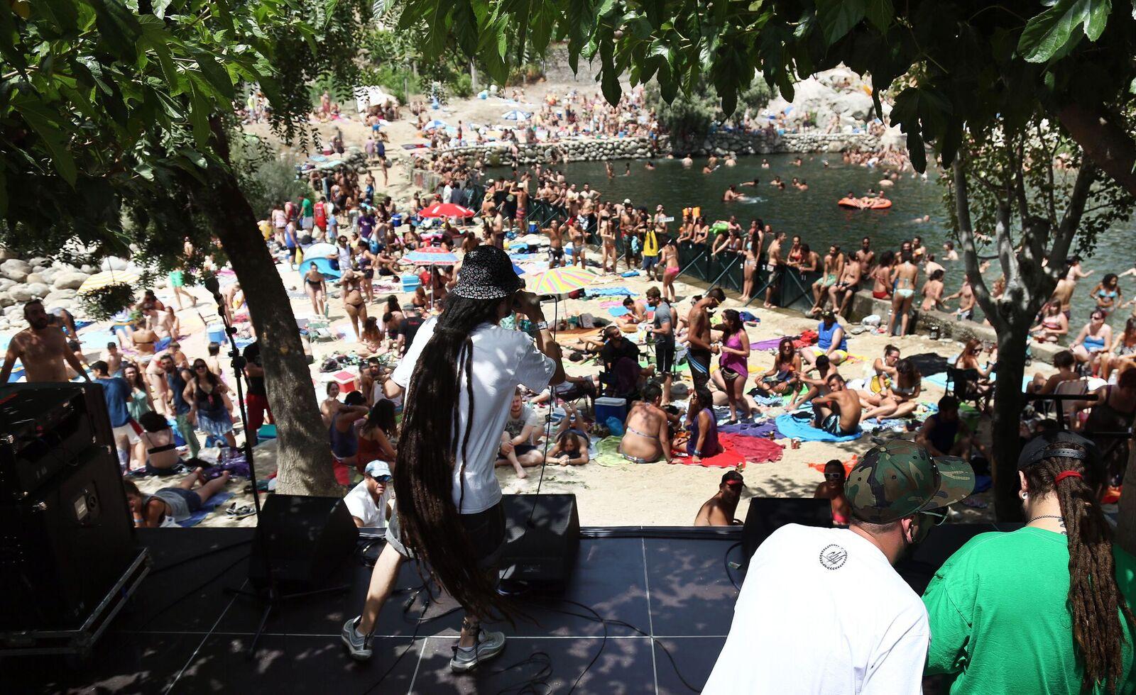 El v shikillo festival de candeleda se completa con molotov for Candeleda piscinas naturales