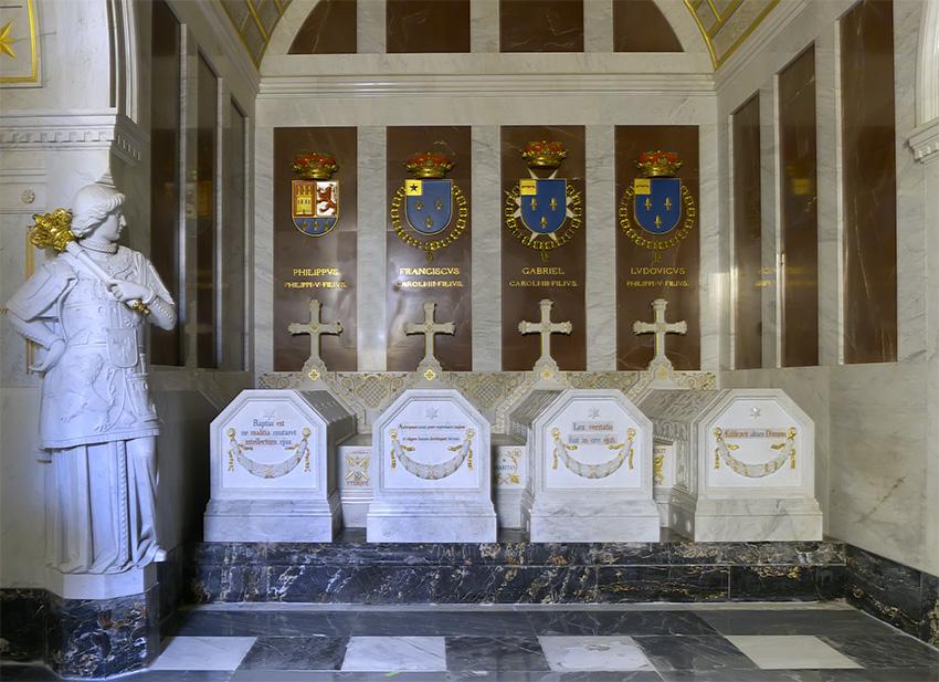 Tumba del Infante don Luis de Borbón en el Panteón de los Infantes del Monasterio de El Escorial