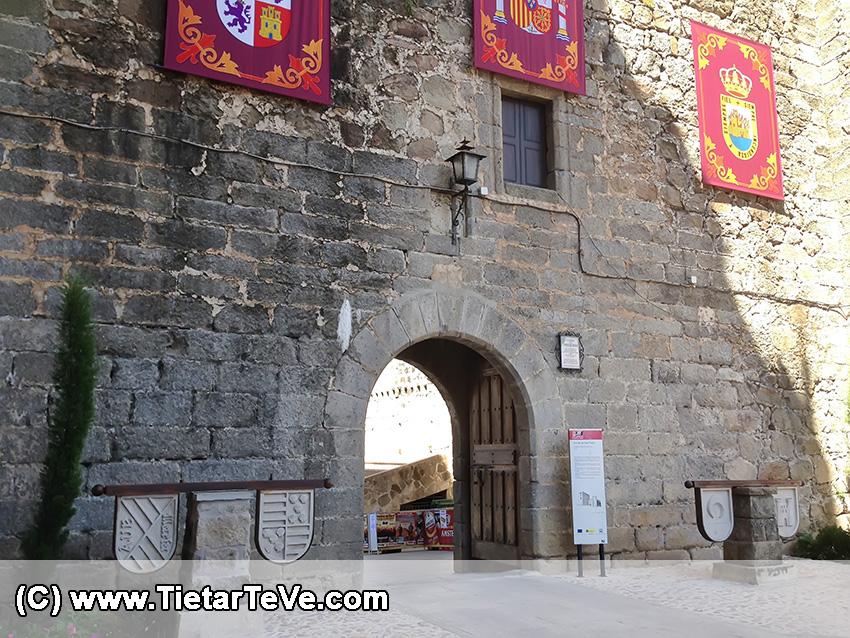 Escudos en el Castillo de Arenas de San Pedro - TiétarTeVe