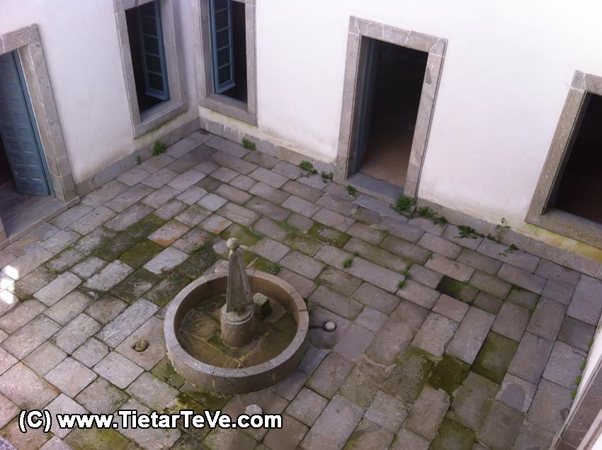 Patio interior del Palacio del Infante don Luis de Borbón y Farnesio o Palacio de la Mosquera de Arenas de San Pedro – TiétarTeVe