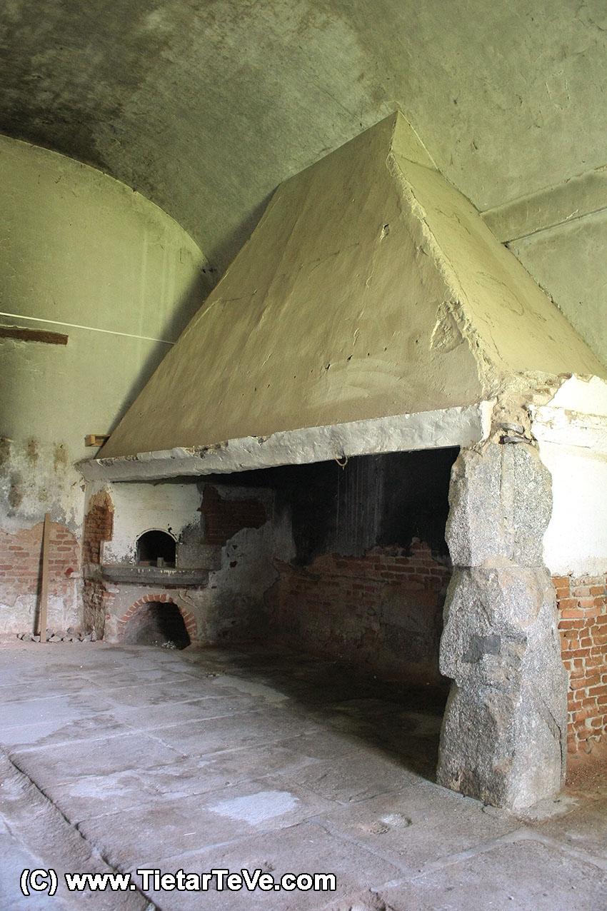 Chimenea de la Cocina del Palacio del Infante don Luis de Borbón y Farnesio o Palacio de la Mosquera de Arenas de San Pedro - TiétarTeVe