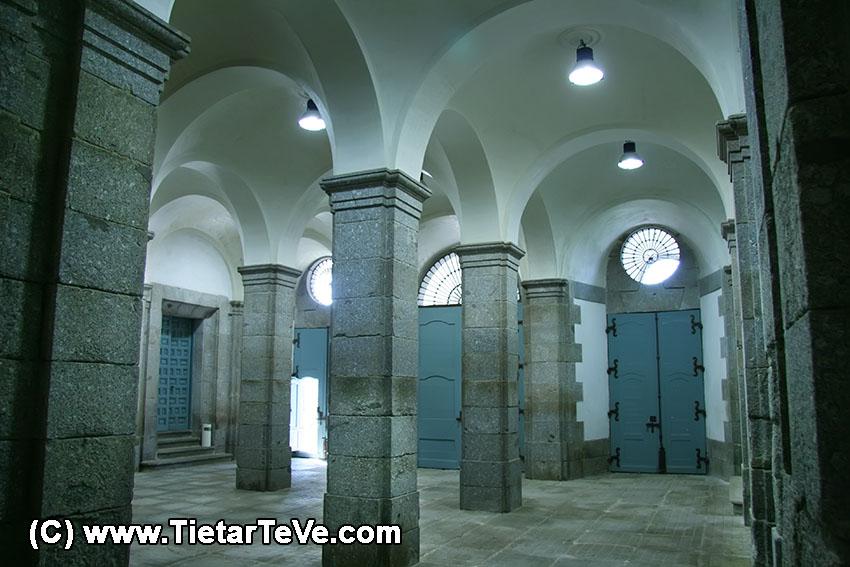 Zaguán del Palacio del Infante don Luis de Borbón y Farnesio o Palacio de la Mosquera de Arenas de San Pedro - TiétarTeVe