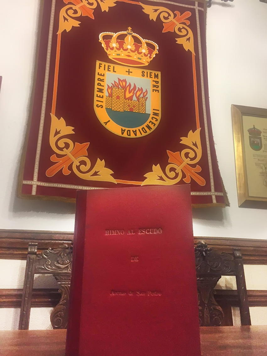 Himno al Escudo de Arenas de San Pedro - TiétarTeVe
