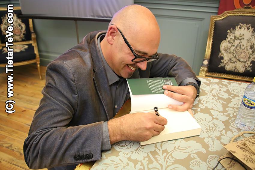 """Roberto Losa - Presentación del libro """"El Infante de la Sonrisa Triste"""" - Arenas de San Pedro - TiétarTeVe"""