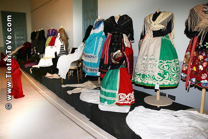 Exposición de Trajes Regionales - Arenas de San Pedro - IX Jornadas Palacie