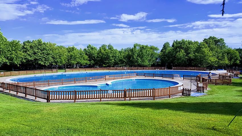 Ba istas en las piscinas municipales de sotillo for Piscina la adrada