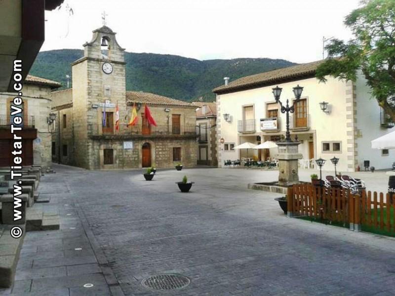 Plaza del Ayuntamiento de La Adrada - TiétarTeVe