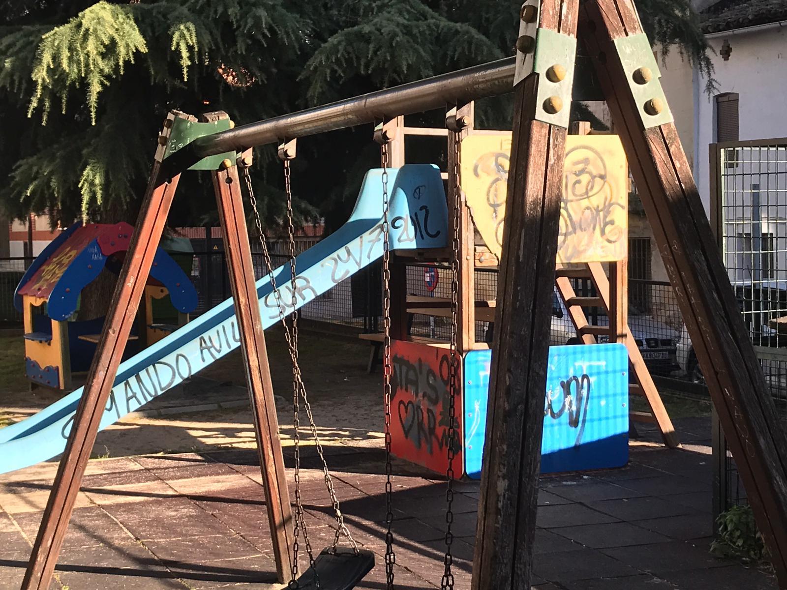 Parque juegos Plaza Los Morales - Arenas de San Pedro - TiétarTeVe