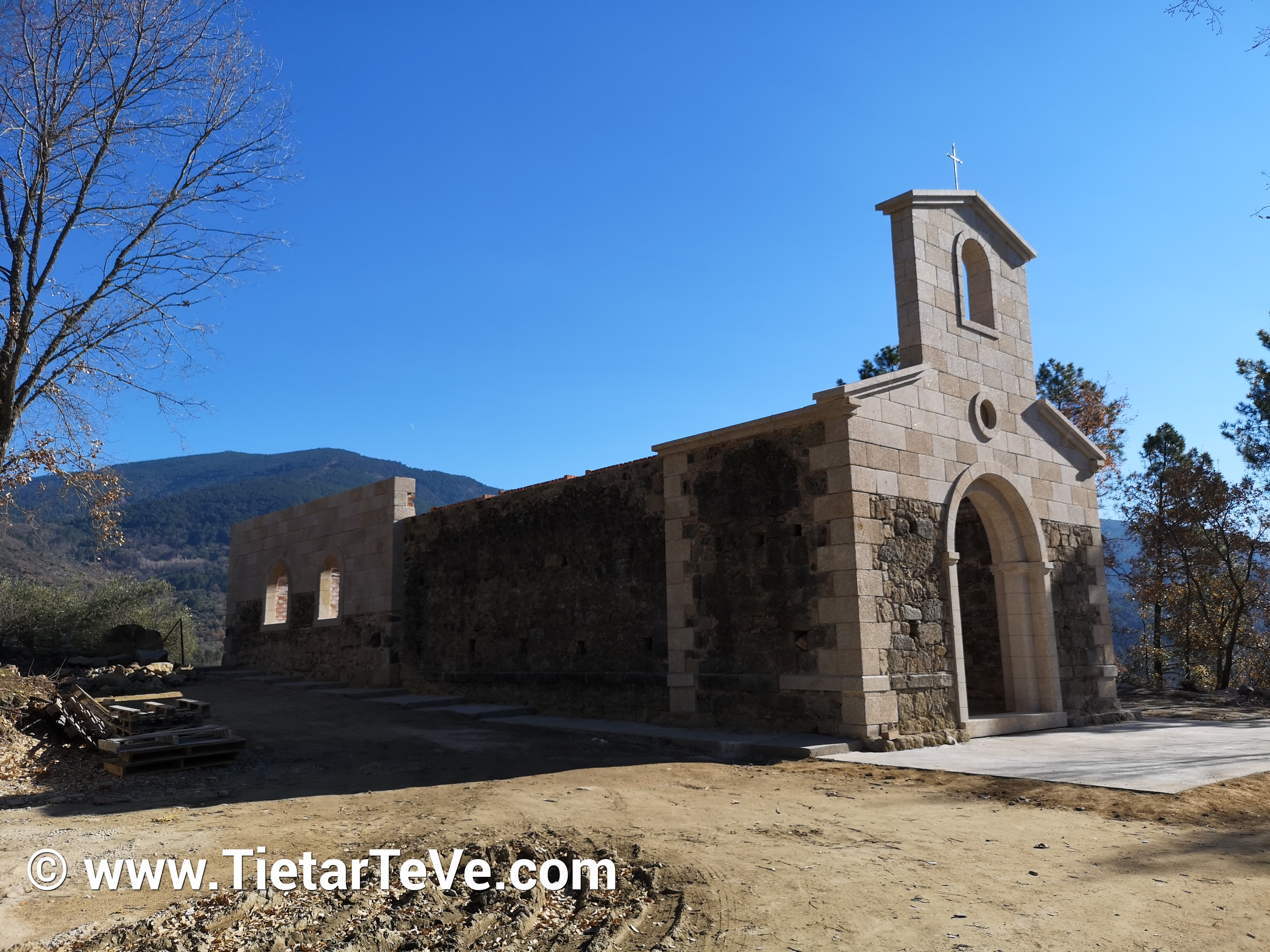 Ermita de Nuestra Señora Virgen de La Puebla - Mombeltrán - TiétarTeVe