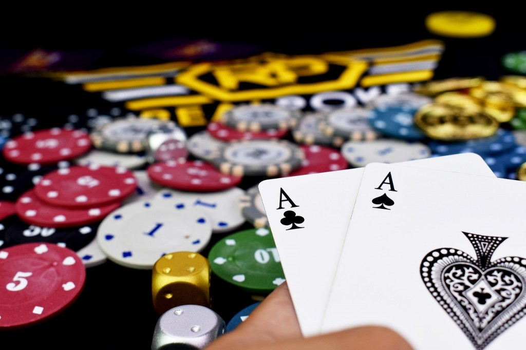 pocket-poker-aces-4172628_1280