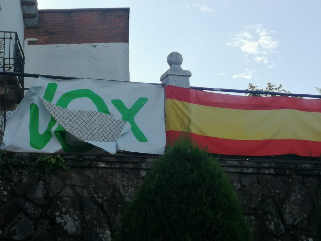 Lona de Vox en Arenas de San Pedro - TiétarTeVe