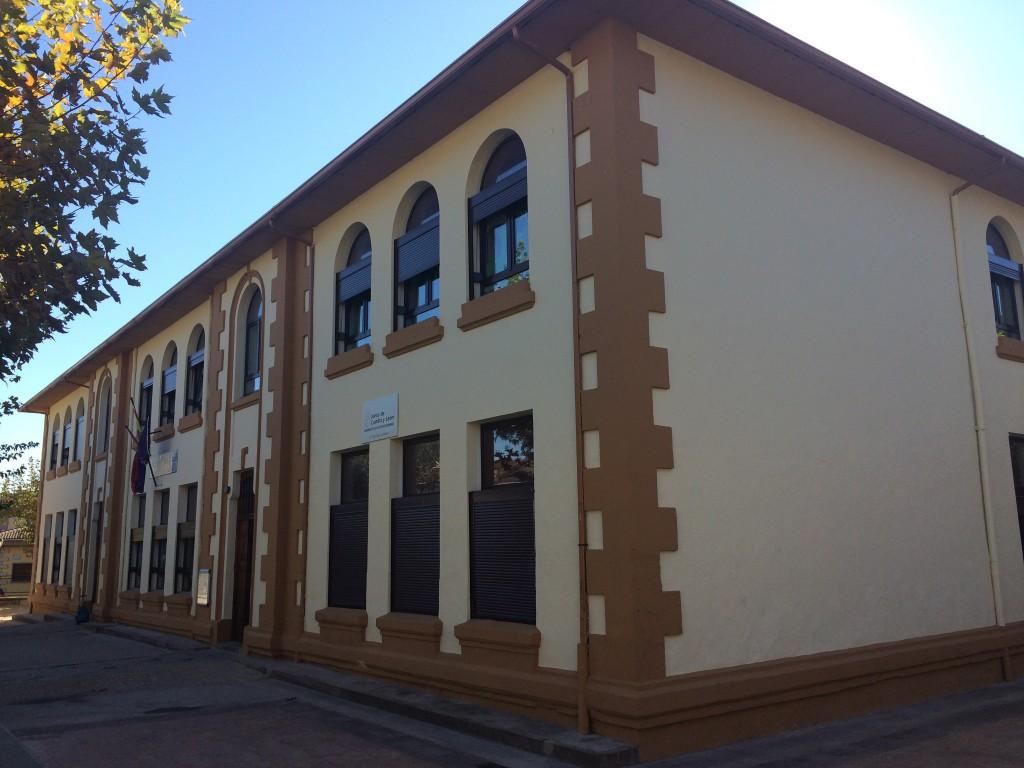 Foto del antiguo Colegio de La Adrada - TiétarTeVe